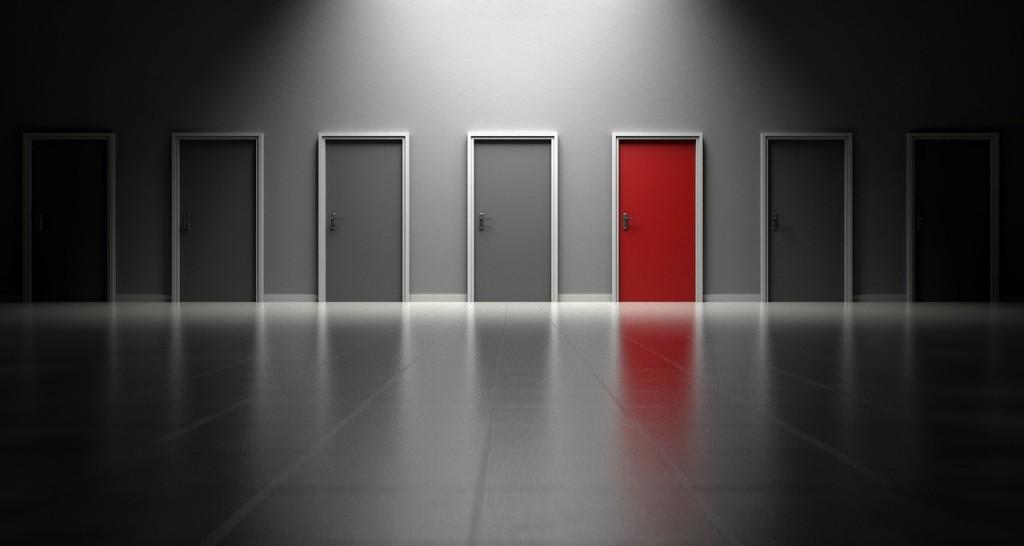 doors-1690423_1280 2